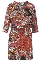 Getailleerde jurk met lurex en een Afrikaanse print