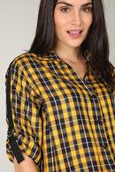 Geruite blouse, Oker